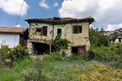 Verlaten huizen van de 19de eeuw in dorp van Zlatolist, Bulgarije royalty-vrije stock afbeelding