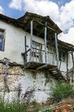 Verlaten huizen van de 19de eeuw in dorp van Zlatolist, Bulgarije royalty-vrije stock foto's