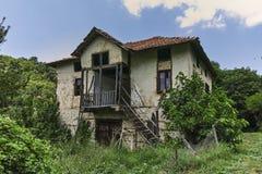 Verlaten huizen van de 19de eeuw in dorp van Zlatolist, Bulgarije royalty-vrije stock foto