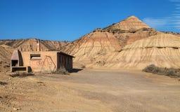 Verlaten hut in Bardenas Reales Stock Foto's
