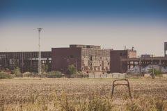 Verlaten industriële gebouwen Stock Afbeeldingen