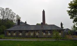 Verlaten industriële gebouwen van een verlaten dorp en een asiel Stock Foto