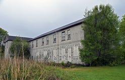 Verlaten industriële gebouwen van een verlaten dorp en een asiel Royalty-vrije Stock Foto