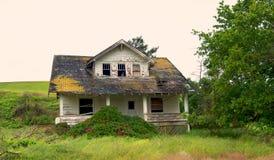 Verlaten landbouwbedrijfhuis Stock Foto