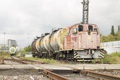 Verlaten locomotief met tanks Stock Foto