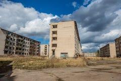 verlaten militaire gebouwen in stad van Skrunda in Letland stock afbeelding