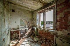 verlaten militaire gebouwen in stad van Skrunda in Letland royalty-vrije stock fotografie