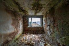 verlaten militaire gebouwen in stad van Skrunda in Letland royalty-vrije stock afbeeldingen