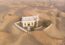 verlaten moskee in een woestijn royalty-vrije stock foto's