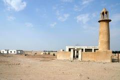 Verlaten moskee en huizen Stock Foto's