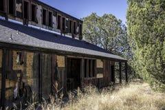 Verlaten Motel in de woestijn stock afbeeldingen