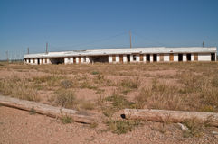 Verlaten Motel met Carports stock foto's