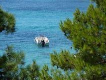 Verlaten motorboot Stock Foto's