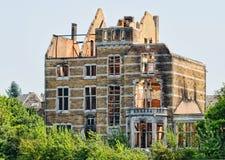 Oud huis na brand Royalty-vrije Stock Afbeeldingen
