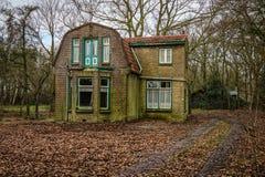 Verlaten Nederlands Huis stock foto