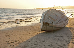 Verlaten op het strand Stock Afbeelding
