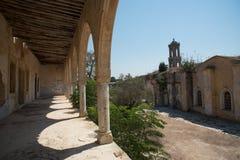 Verlaten orthodox klooster van Heilige Panteleimon in Cyprus Royalty-vrije Stock Fotografie