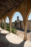 Verlaten orthodox klooster van Heilige Panteleimon in Cyprus Stock Fotografie