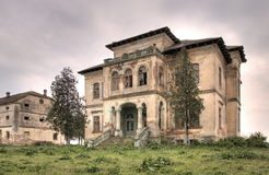 Verlaten oud huis hdr Stock Foto's