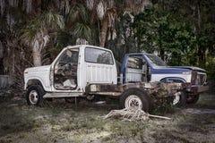 Verlaten Oud neemt Vrachtwagens op Royalty-vrije Stock Afbeeldingen
