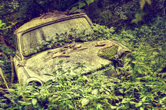 Verlaten oude auto royalty-vrije stock afbeelding