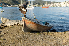 Verlaten oude roestige boot Royalty-vrije Stock Foto's
