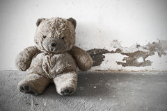 Verlaten oude teddybeer Stock Fotografie