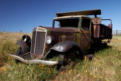Verlaten oude vrachtwagen Royalty-vrije Stock Afbeeldingen