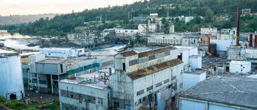 Verlaten papierfabriek in Oregon royalty-vrije stock foto