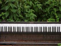 Verlaten piano stock afbeelding