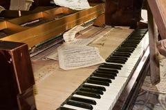 Verlaten piano stock foto's