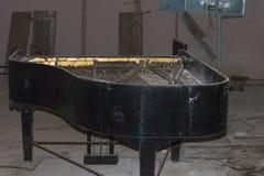 Verlaten pianoinstrument Stock Afbeeldingen
