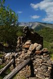 Verlaten plattelandshuisje in Apuans-Alpen royalty-vrije stock afbeelding
