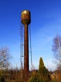 Verlaten roestige watertoren Royalty-vrije Stock Afbeelding