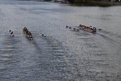 (Verlaten) Rose City Rowing en zet de juiste) races van Saint Joseph (in het Hoofd van de Jeugd Eights van Charles Regatta Women  stock foto