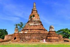 Verlaten Ruïnes van Oude Traditionele Siamese Boeddhistische Stupa of Chedi in de Historische Stad van Ayutthaya, Thailand Stock Afbeelding