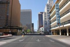 Verlaten stadsstraat van de binnenstad royalty-vrije stock afbeeldingen