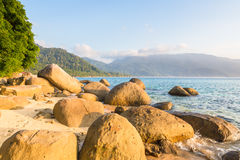 Verlaten strand op Pulau Tioman, Maleisië Royalty-vrije Stock Afbeeldingen