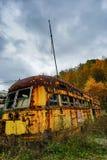Verlaten Trams in Daling met Onheilspellende Hemel Royalty-vrije Stock Foto