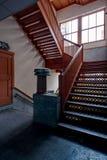 Verlaten Trappenhuis - de Verlaten Stambaugh-Bouw - Youngstown, Ohio stock fotografie