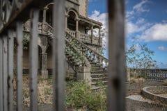 Verlaten villa stock afbeelding