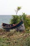 Verlaten vissers` s boot Stock Foto's