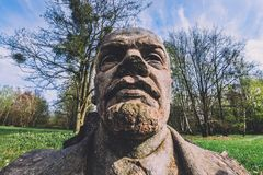 Verlaten Vladimir Lenin Stone Bust in Potsdam Stock Afbeeldingen