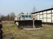 Verlaten voertuigen betrokken bij verwijdering van het ongeval van Tchernobyl stock afbeelding