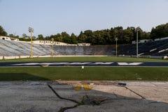 Verlaten Voetbalstadion - Rubberkom - Akron Pitten - Akron, Ohio stock foto