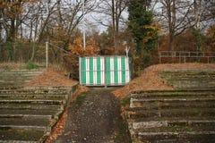 Verlaten voetbalstadion in Wageningen genoemde Wageningse Berg royalty-vrije stock afbeelding