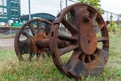 Verlaten wielen van en stoom aangedreven locomotief stock afbeelding