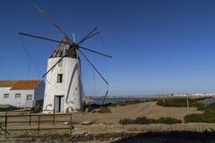 Verlaten zoute molen stock fotografie