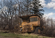 Verlaten zware bouwvrachtwagen Royalty-vrije Stock Afbeeldingen