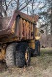 Verlaten zware bouwvrachtwagen Stock Foto's